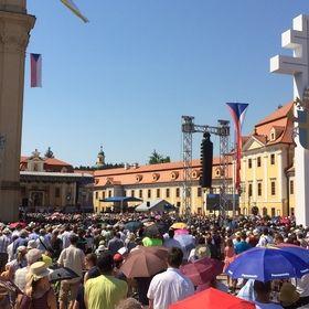 Velehrad - ozvučení hlavního nádvoří, ale i vykrytí zvukem prostoru pro přicházející návštěvníky kolem baziliky