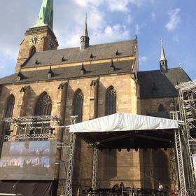 Ozvučení náměstí při unikátní open air premiéře Prodané nevěsty v podání Divadla Josefa Kajetána Tyla v Plzni