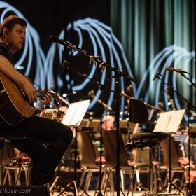 Aneta Langerová se symfonickým orchestrem ve Fóru Karlín