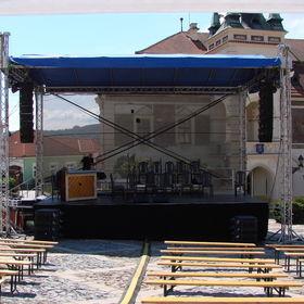 Zastřešené podium 8x6m - vhodné pro menší prostory