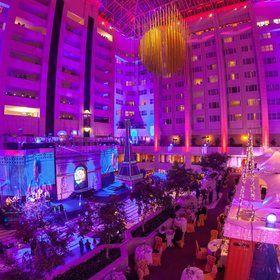 Podium pro oslavy Nového roku v hotelu Hilton