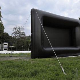 Využití mobilního nafukovacího plátna pro drive-in kino